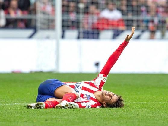 Joao Félix se duele tras sufrir una lesión. (EFE)